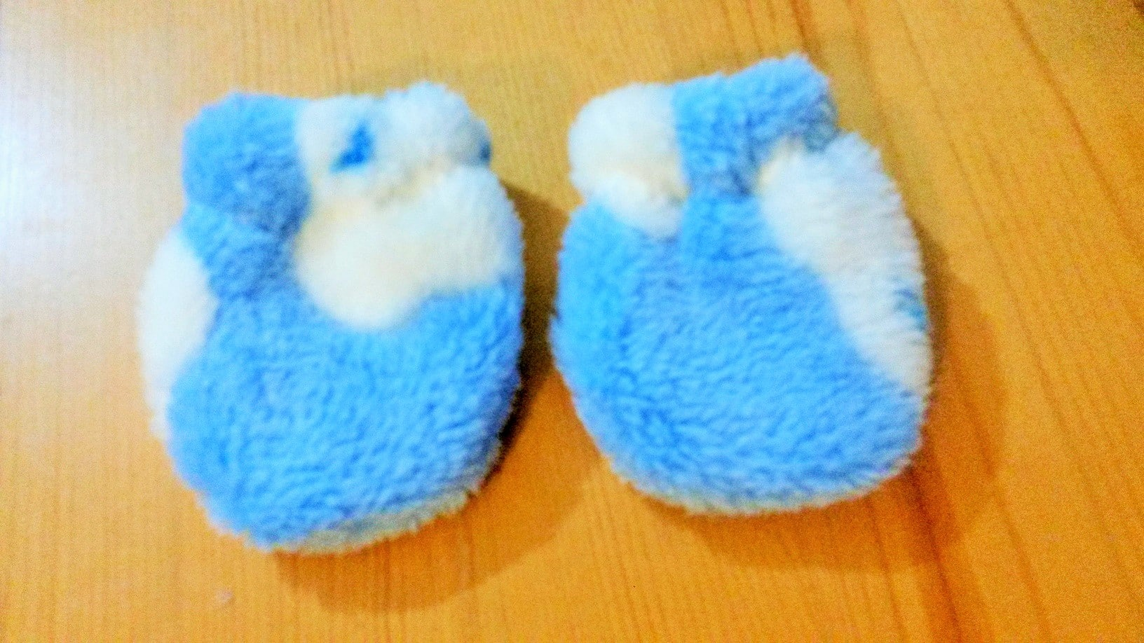 Easy baby mittens sewing bee fabrics how to make easy cuddle fleece baby scratch mittens sewing bee fabrics jeuxipadfo Image collections